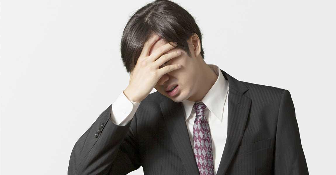 挫折している男性